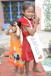 Cambodian children with &Meetings bag Back to Back